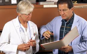 Шесть предупреждающих о риске рака симптомов озвучили медицинские специалисты