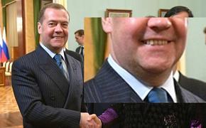 У Медведева стал заметен большой второй подбородок