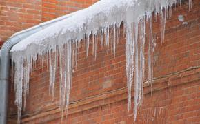 Под Мурманском на школьниц с крыши упал лед, возбуждено уголовное дело