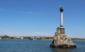 СМИ: в Севастополе затонул плавучий док со списанной подлодкой