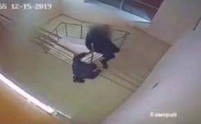 Появилось видео падения подростка с 4 этажа торгового центра