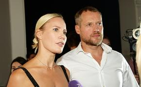 Сын мужа Елены  Летучей называет 41-летнюю телеведущую бабушкой Леной