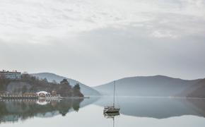 Селфи, тропы, отели и экскурсии: озеро Абрау назвали одним из самых красивых зимой