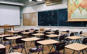 Видео: в Москве школьник избил учительницу и устроил погром в ее кабинете