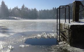 В Калининградской области местный житель сломал шею во время крещенских купаний