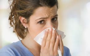 Как правильно промывать нос соленым раствором?