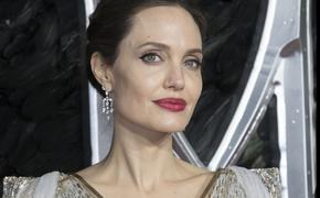Источники утверждают, что Анджелина Джоли впала в
