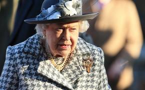 Елизавета II отобрала у Меган Маркл все подаренные ей украшения