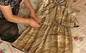 Китайские «потомки русалки» плетут одежду из кожи рыб