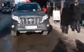 Украинская делегация опозорилась с хамской парковкой в Давосе
