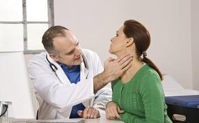 Четыре явных признака раковой опухоли щитовидной железы перечислили онкологи