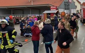 В Германии очевидцы выкладываю в сеть  фото и видео инцидента на  карнавале в городе Фолькмарзен