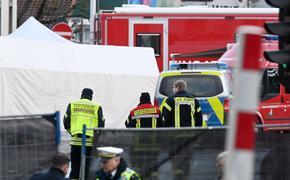 При наезде машины на толпу во время карнавала в Германии пострадали 18 детей