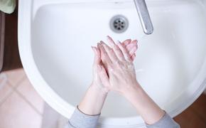 Роспотребнадзор: коронавирус может передаваться через грязные руки и воду