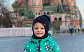 Пятилетняя дочь Тимати провела экскурсию по Красной площади и рассекретила свое место жительства