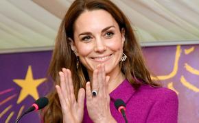 Герцогиня Кейт впервые за долгое время появилась на публике в строгом брючном костюме