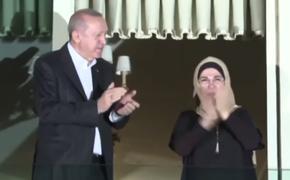 Эрдоган похлопал в ладоши медикам, спасающим от коронавируса