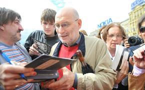 Писатель Борис Акунин заразился коронавирусом
