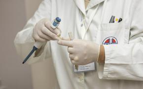 «Как ни защищай врача, он все равно в группе риска»: биолог объяснила, почему врачи заражаются коронавирусом