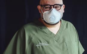 Заразившийся коронавирусом главврач больницы в Коммунарке рассказал, что делает в изоляции