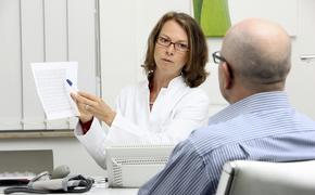 Медицинские специалисты перечислили пять первых сигналов организма о пневмонии