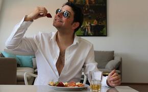 Диетологи перечислили правила приема пищи, которые не соблюдает абсолютное большинство людей
