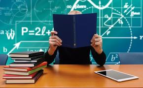Минпросвещения РФ не исключает, что школьникам придется учиться летом