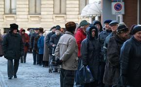 В Латвии растет число безработных и долги