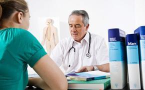 Медицинские специалисты перечислили пять симптомов развития рака у молодых людей