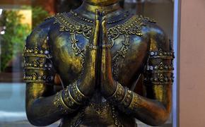 В Таиланде монахи бесплатно помогают российским туристам, попавшим в трудное положение