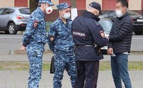 На Кубани полицейские бросили на детской площадке двоих детей, задержав их отца за нарушение карантина