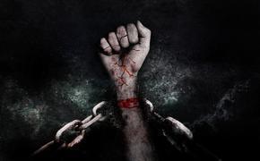 Украинца освободили из плена в Африке, и теперь выпроваживают из Европы