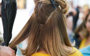 Врач рассказала, как избежать заражения COVID-19 в салонах и парикмахерских