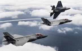 Опубликовано видео, как америкнаский истребитель F-35 чуть не упал в воду