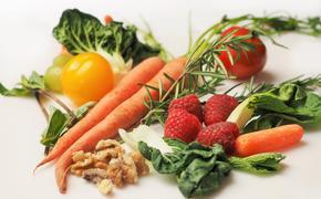 Микробиолог рассказал, при каких условиях можно заразиться коронавирусом через еду