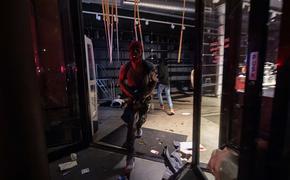 Появилось видео сожженного клуба в Миннеаполисе, где работал Флойд и экс-полицейский