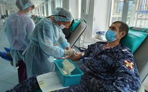 Сотрудники и военнослужащие Росгвардии по Красноярскому краю  сдали кровь для  врача  клинической  больницы