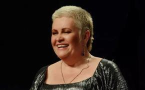 Певица Лариса Сазонова, перенеся ампутацию ноги, скончалась от COVID-19