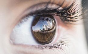 О чем сигнализируют отекшие веки, рассказал офтальмолог
