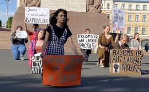 Латвия: у памятника Свободы прошла акция black lives matter