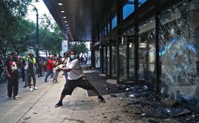 Всем на колени.  Ситуация с протестами в США не разрешается