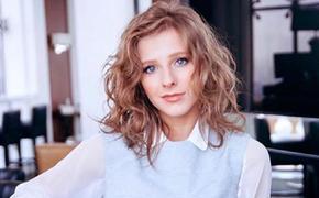 Родина предположила, что Авербух начал роман с Арзамасовой, когда ей не было 18 лет