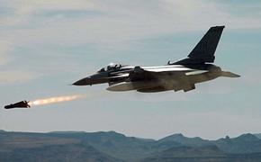 Боевые самолеты ВВС США совершили акт устрашения в небе над Черным морем