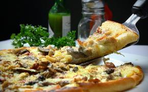 Итальянец призвал запретить гавайскую пиццу в России