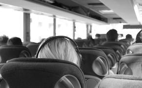 Автобус столкнулся с фурой в Курганской области, девять пострадавших