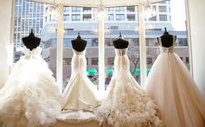 Белое платье, кольцо и букет невесты – все как положено, но без жениха. В Саратовской области девушка взяла в жёны саму себя