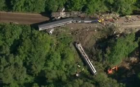 В Шотландии из-за ливня произошло крушение поезда