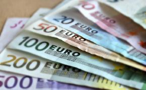 Российские банки начинают вводить комиссию за обслуживание счетов в евро