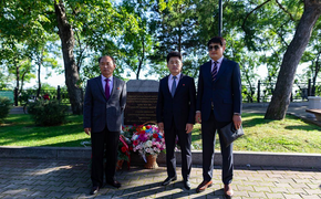 В Хабаровске появился памятный камень Ким Чен Иру