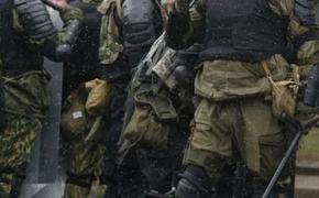 В Минске «слили» адрес ОМОНовца, который руководил разгонами митингов и оставили ему на подъезде записку